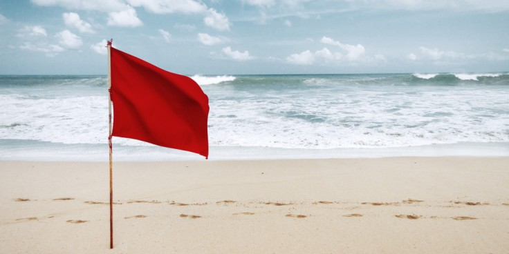 o-RED-FLAG-BEACH-facebook-1050x525